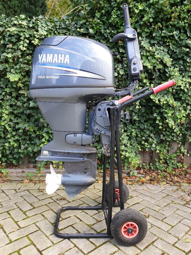Yamaha 30pk 4takt, kortstaart, knuppelbediening, handstart
