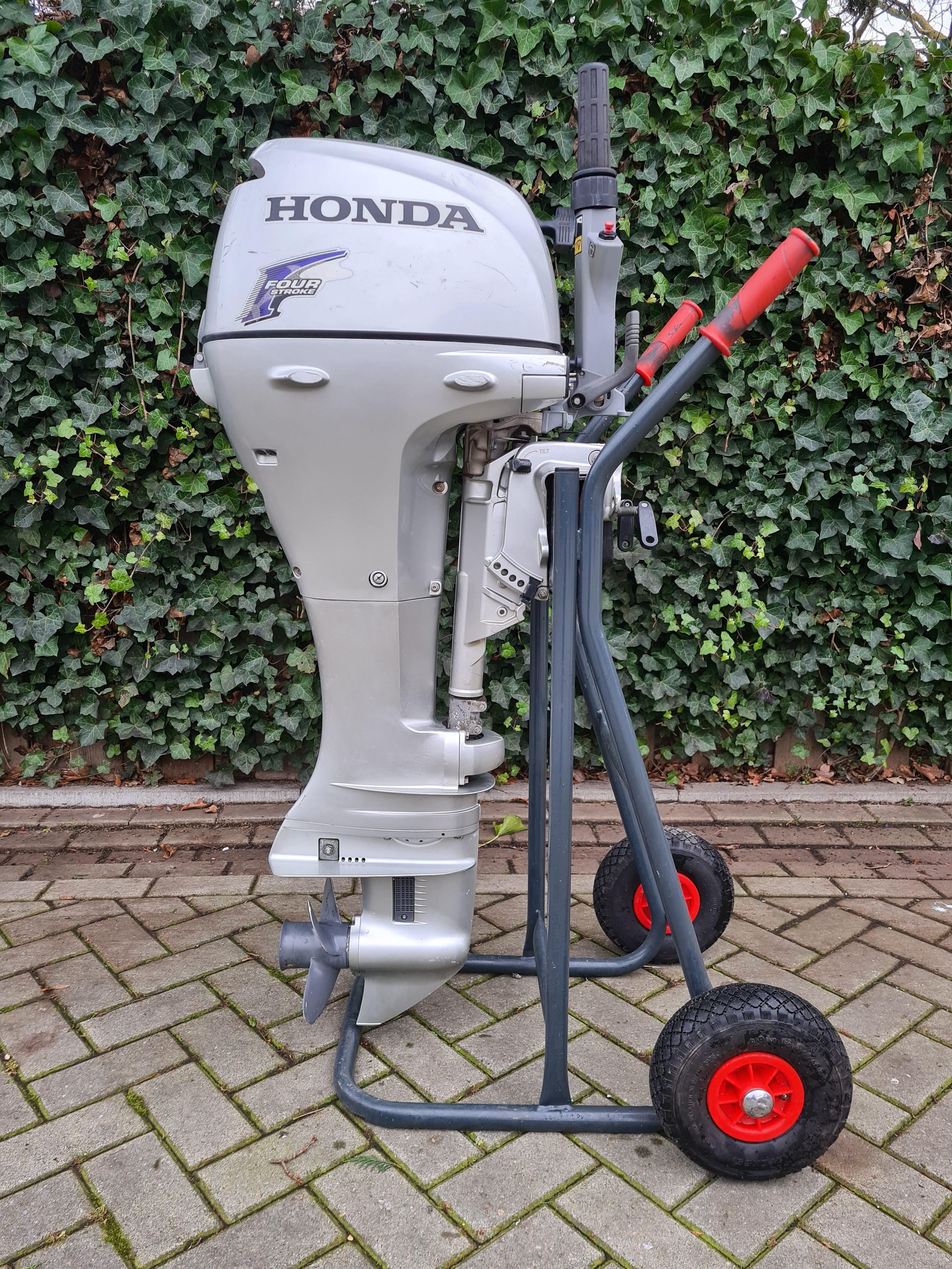 Honda 10pk 4takt, langstaart, knuppelbediening, handstart.