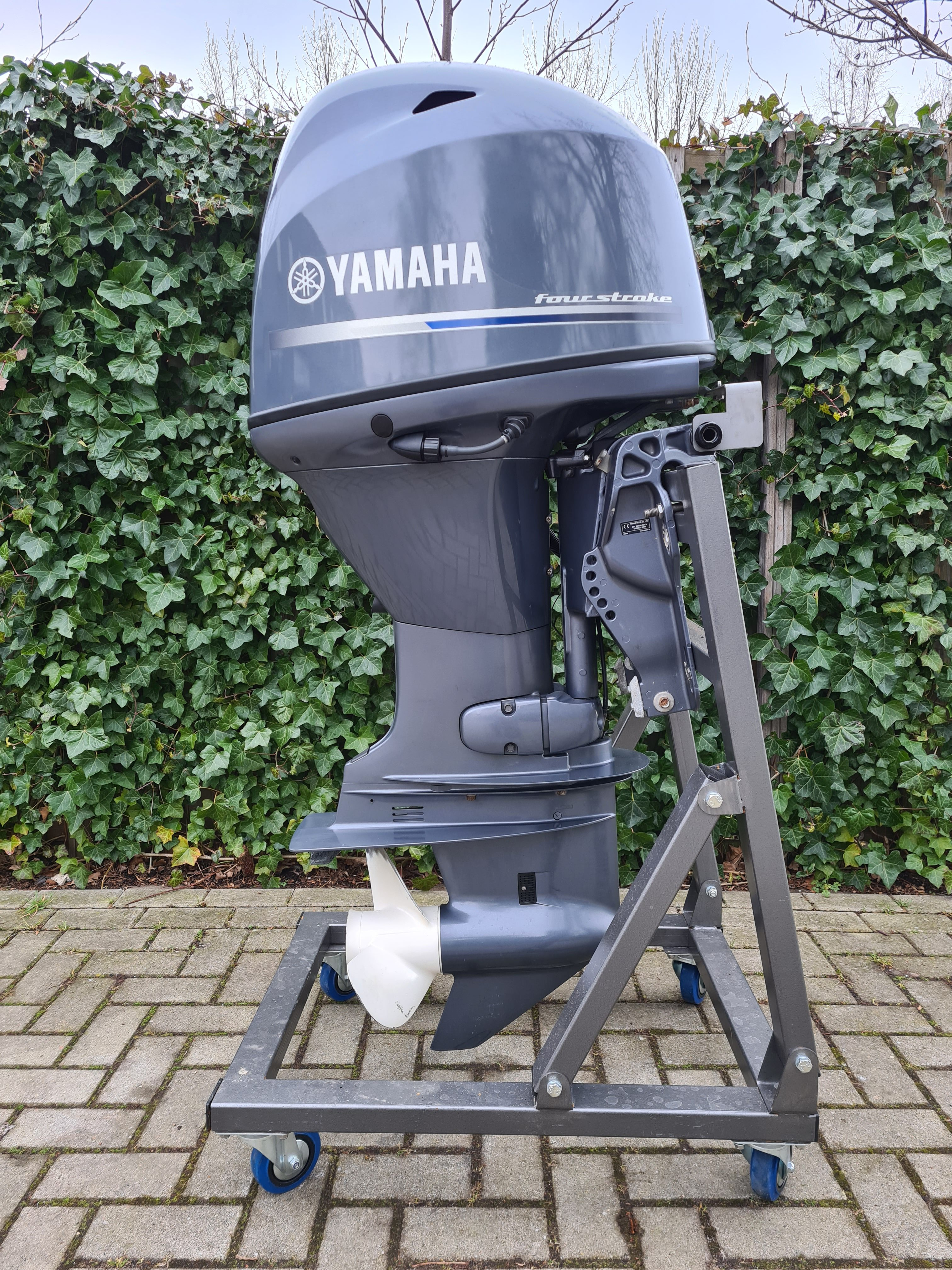 Yamaha 70pk EFI 4takt in NIEUWSTAAT, langstaart, afstandsbediening, elektrische start. powertrim, tellers